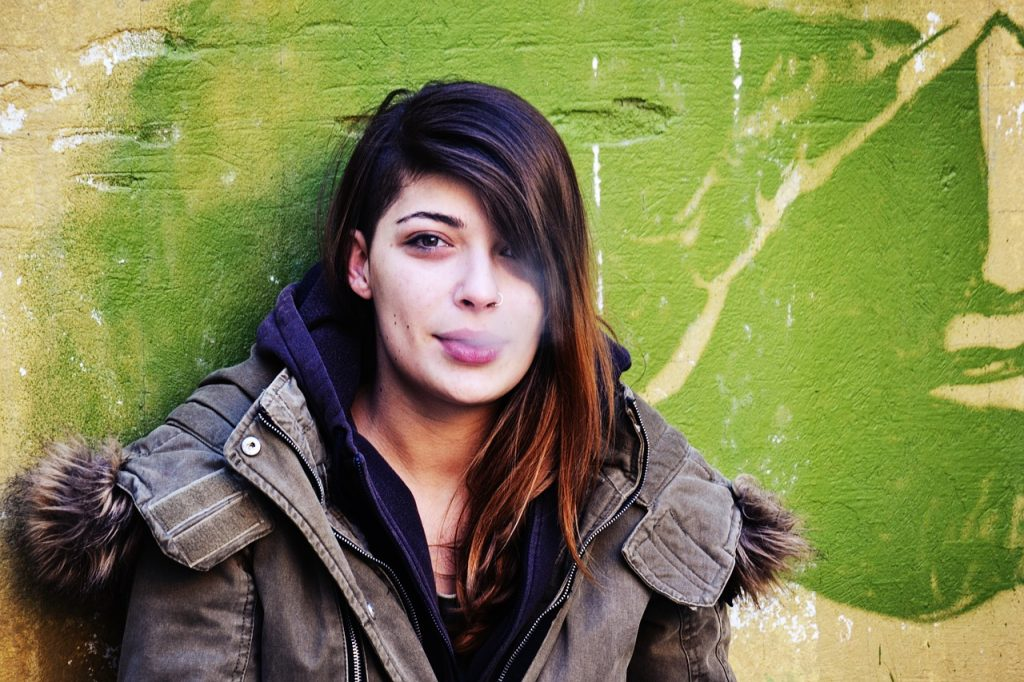 stoner girl dating guide feature image