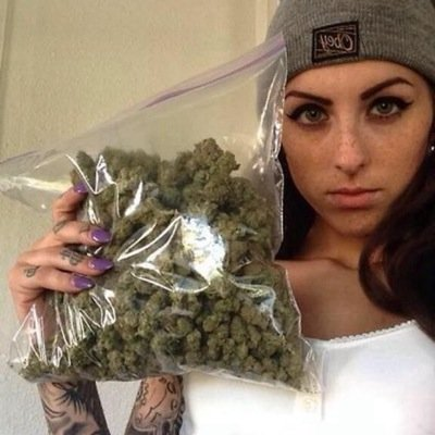 dating a stoner girl